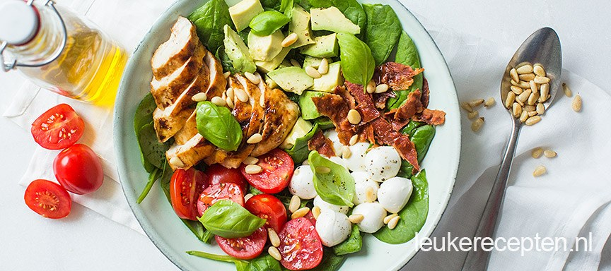 salade-caprese-met-kip-bowl www.leukerecepten.nl