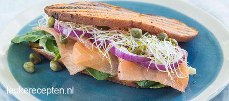 Zoete aardappel sandwich met zalm