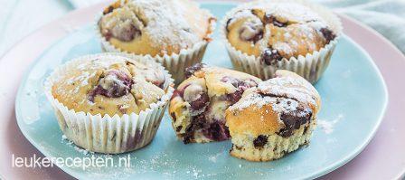 Muffins met kersen en chocolade