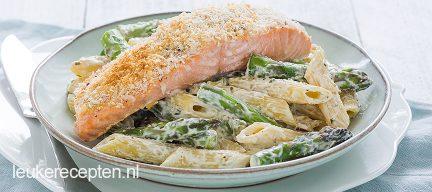Pasta met asperge en krokante zalm