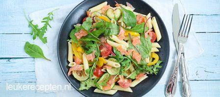 Pastasalade met zalm en gegrilde groenten