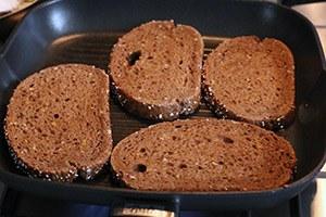 toast-met-ricotta-en-gegrilde-perzik-stap-1.jpg