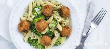 Pasta met broccoli en zalmballetjes
