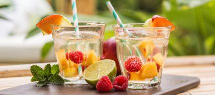 Party cocktail: tropische vlierbloesem sangria