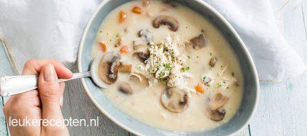 Romige kippensoep met champignons