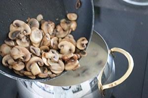 kippensoep_met_champignons_03.jpg