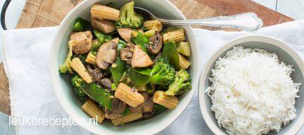 Light recept: Roerbak groenten met kip en woksaus