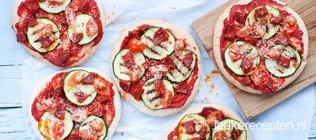 Pita pizza met chorizo en geitenkaas