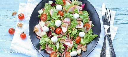 Salade met gerookte kip en spekjes