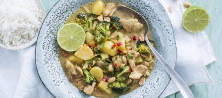 Thaise massaman curry met kip en broccoli in 25 minuten