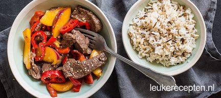 Biefstuk roerbak met nectarine