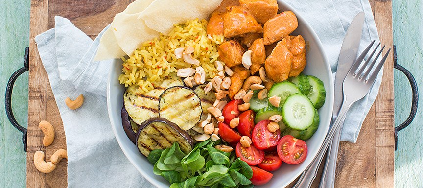 Kleurrijke kip tandoori bowl
