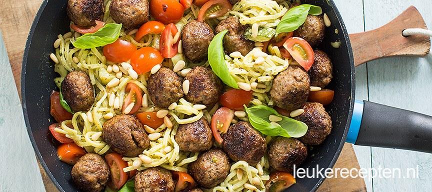 pasta-pesto-met-gehaktballetjes www.leukerecepten.nl