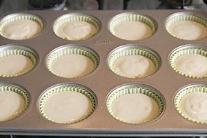 Mini-kokos-cheesecakejes-met-mango-en-pecannoten-crumble-stap-5.jpg