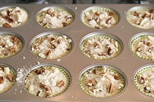 Mini-kokos-cheesecakejes-met-mango-en-pecannoten-crumble-stap-6.jpg