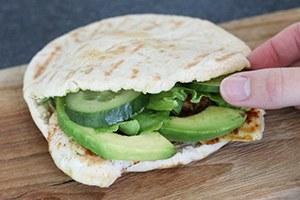 pitabroodjes-met-kip-en-avocado-stap-3.jpg
