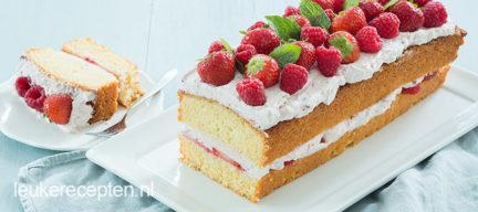 Zomerse aardbeiencake