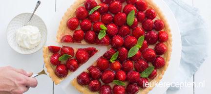 Aardbeienvlaai met banketbakkersroom