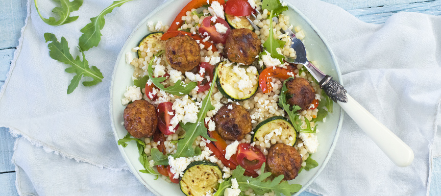Vegetarische salade met parelcouscous