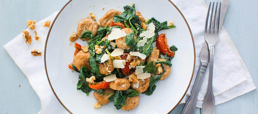 Zoete aardappel gnocchi met spinazie