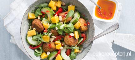 Salade met falafel en mango