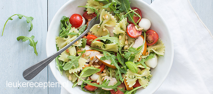 Pasta pesto salade met kip