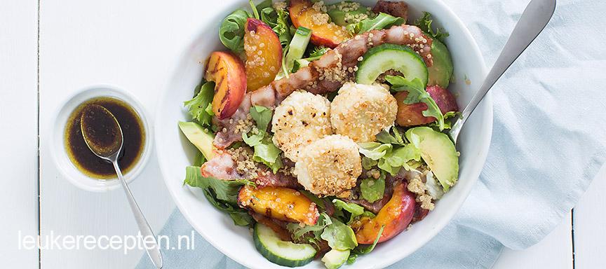 Perzik salade met krokante geitenkaas