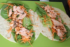 frisse-wraps-met-pulled-salmon-stap-3.jpg