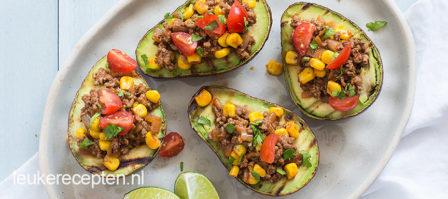 Gegrilde avocado's met gehakt