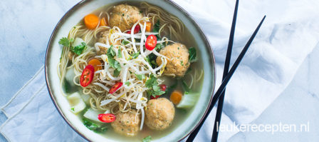 Thaise noedelsoep met visballetjes