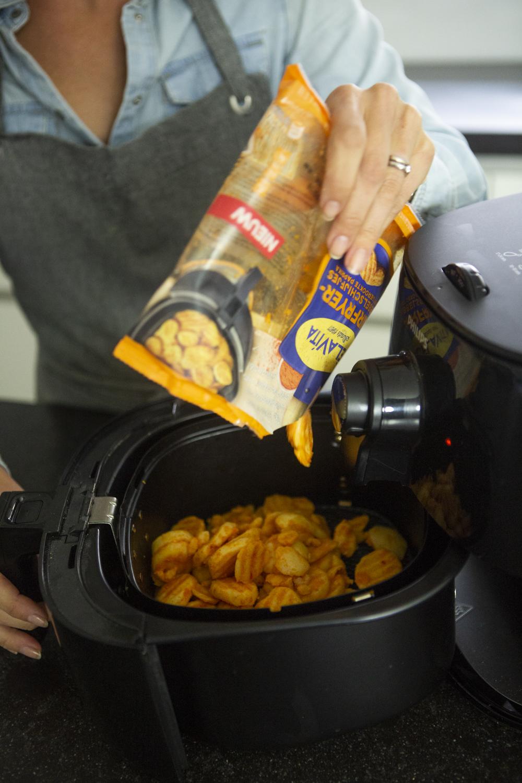 Geroosterde Aardappeltjes En Groenten Met Gevulde Kip Uit De