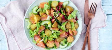 Salade met gerookte zalm en aardappeltjes