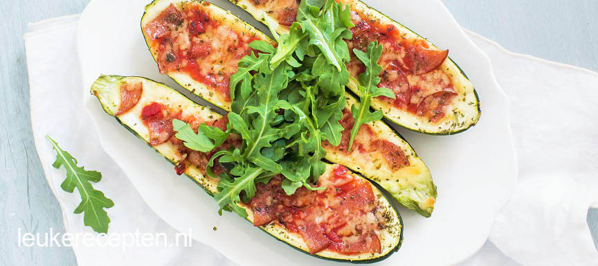 Gevulde courgette met pizza topping