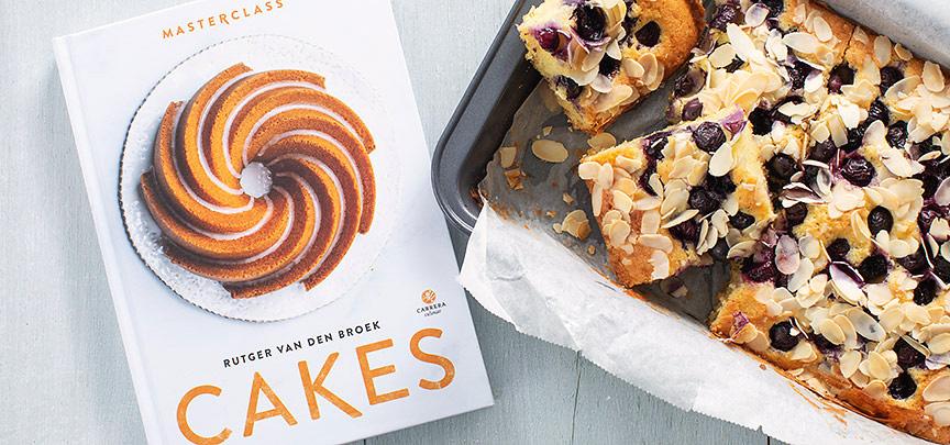 Review boek Cakes + recept amandelcake met blauwe bessen