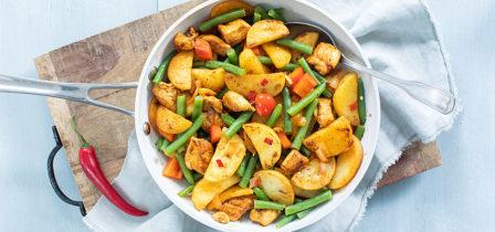 Makkelijke aardappel roerbak met pittige kip