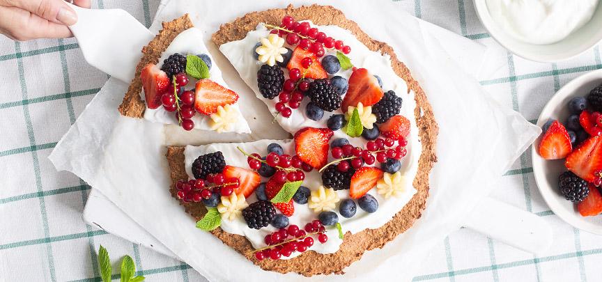 Gezonde ontbijtpizza met fruit