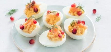 Gevulde kerst eieren met zalm