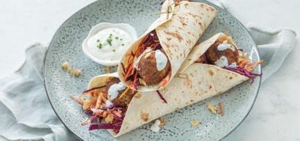 Wraps met rode kool salade en falafel