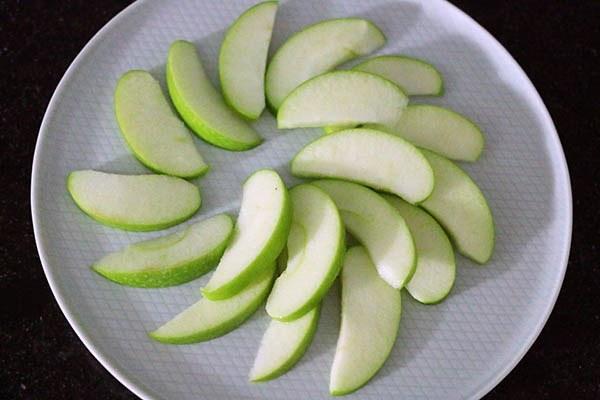 laoded_apple_nachos_01.jpg