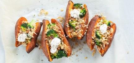 Gevulde zoete aardappels met broccoli