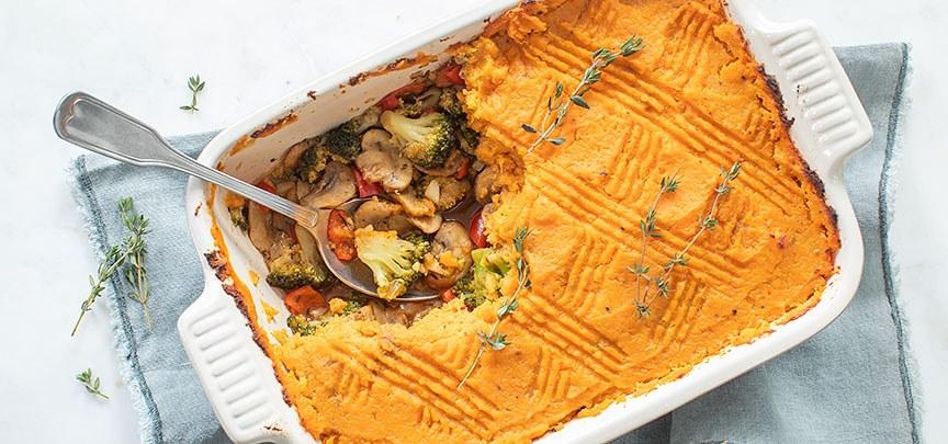 Vegan ovenschotel met zoete aardappel