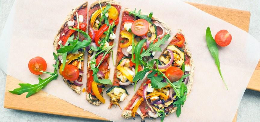 Glutenvrije bloemkool pizza met groenten