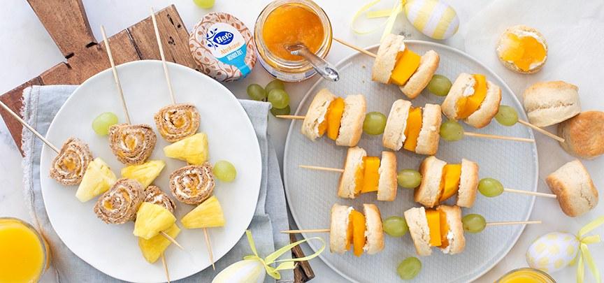 Feestelijke Paas prikkers met scones en broodrolletjes