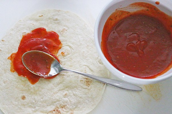 tortilla_pizza_01.jpg