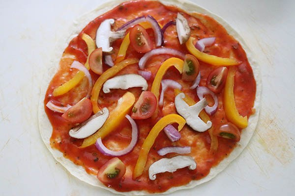 tortilla_pizza_02.jpg