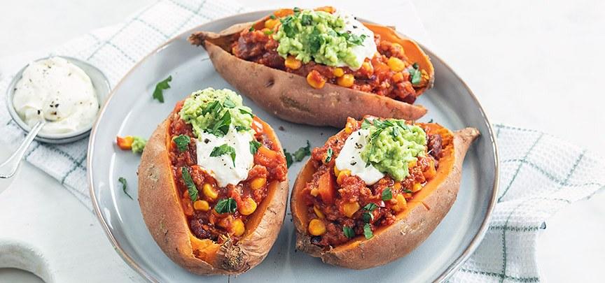 Gevulde zoete aardappel met chili con carne