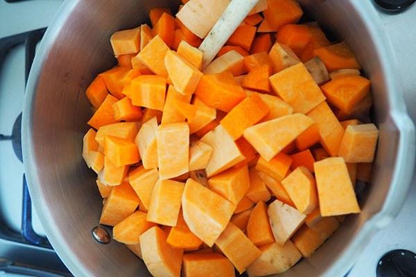 Zoete-aardappelsoep_04.jpg