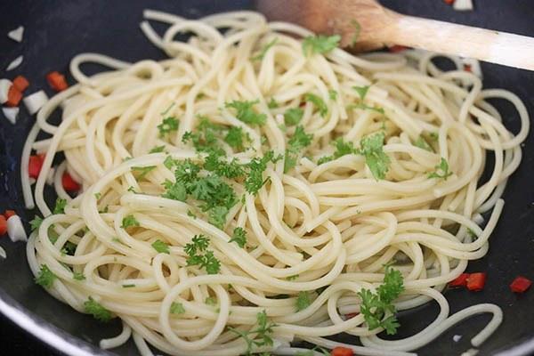 spaghetti_aglio_e_olio_06.jpg